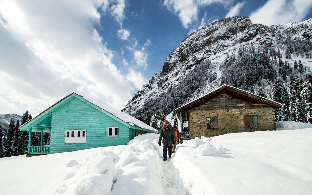 The PDO huts in Lidderwat during winters