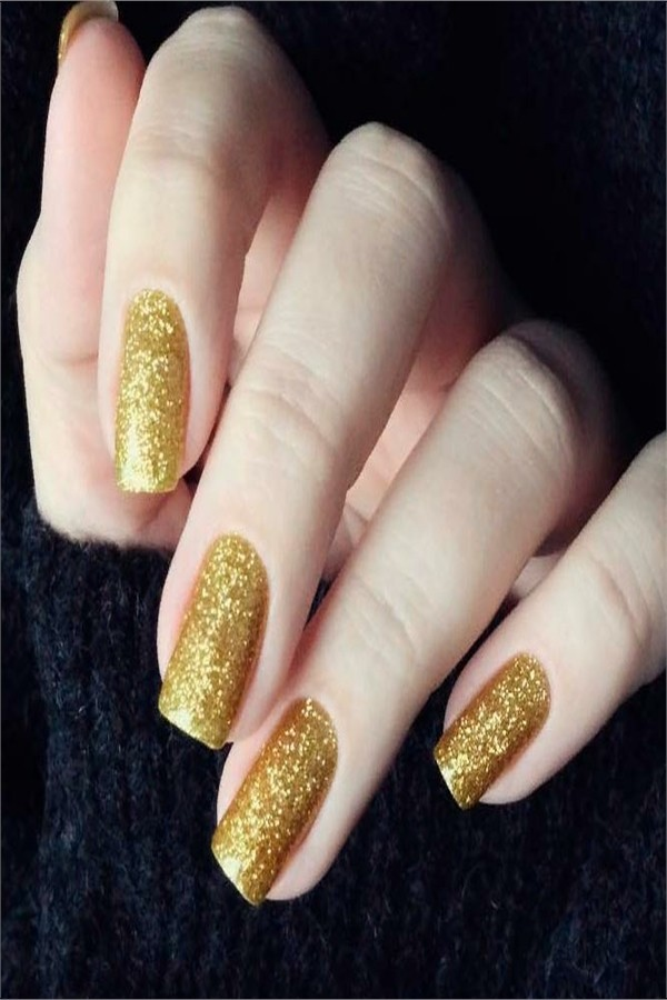 The Best Images for Golden Manicure #nail_art_designs #trendy_nails #golden_nails #glitter_nails