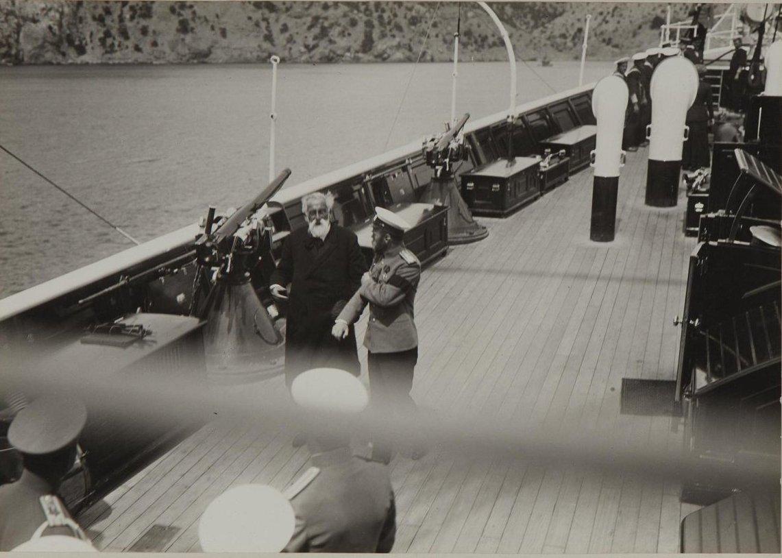 1912. Император Николай II и князь Лев Сергеевич Голицын на палубе «Штандарта» в Новом Свете