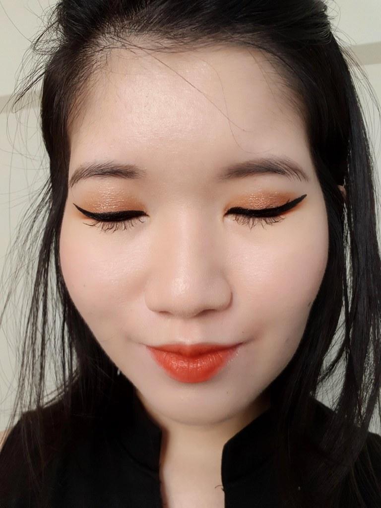 L'Oreal Flash Cat Eye selfie