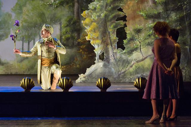 Gyula Orendt as Guglielmo, Serena Malfi as Dorabella and Salome Jicia as Fiordiligi in Così fan tutte, The Royal Opera © 2019 ROH. Photograph by Stephen Cummiskey