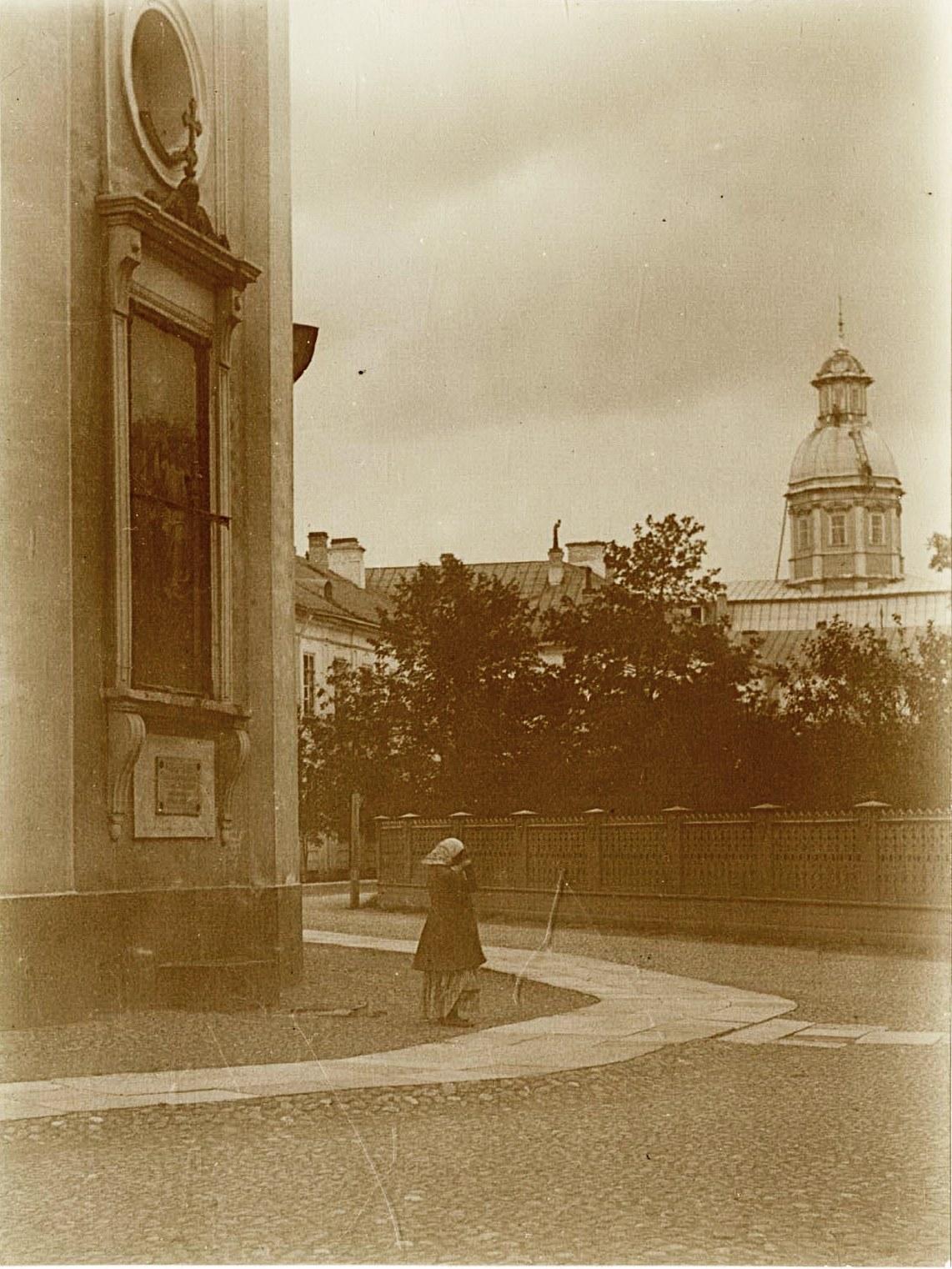 06. Образ Св. Троицы снаружи алтарной стены Троицкого собора