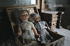UE: Two Creepy Dolls House