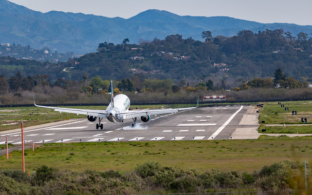A Frontier Airbus A320 lands in a crosswind at Santa Barbara