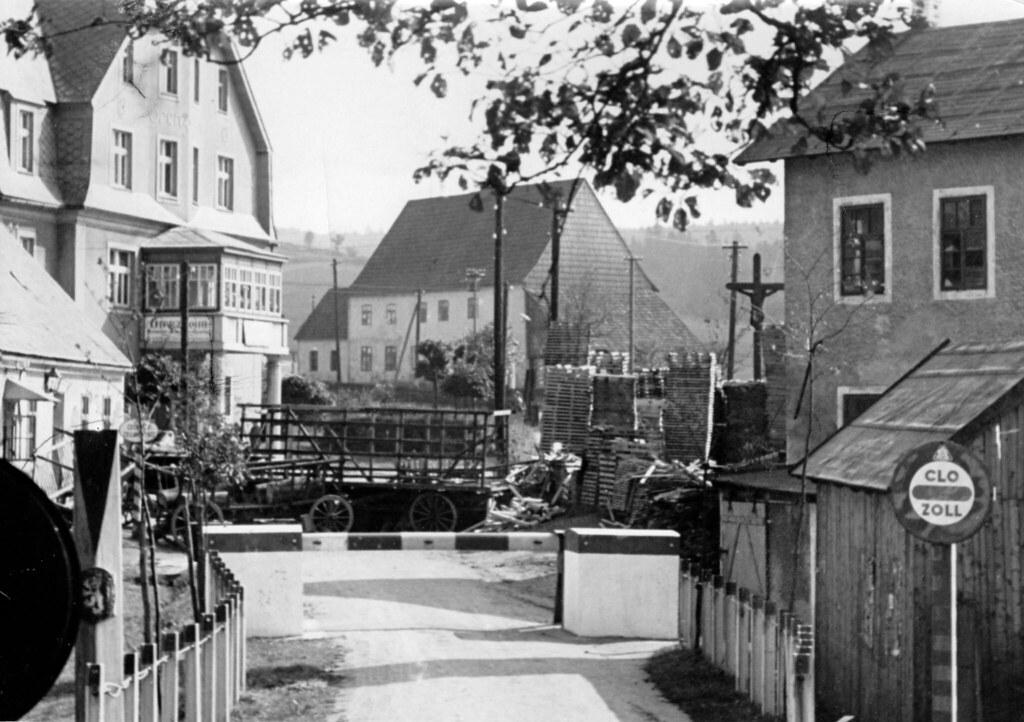 «Новые фотографии с саксонско-чешской границы. За таможенными барьерами в Дойнойдорфе чешские убийцы установили баррикады»