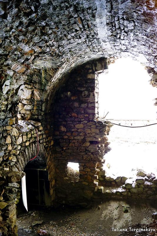 Сломанная стена крепости