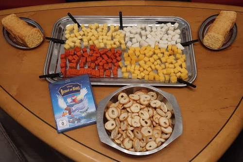 """Viererlei Käsewürfel, Brotchips und TUC-Cracker zum Walt Disney Klassiker """"Bernhard & Bianca"""""""