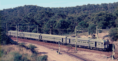 U_SET WORKING NEWCASTLE TO SYDNEY SERVICE DESCENDING FASSIFERN BANK.  30th Jan 1995