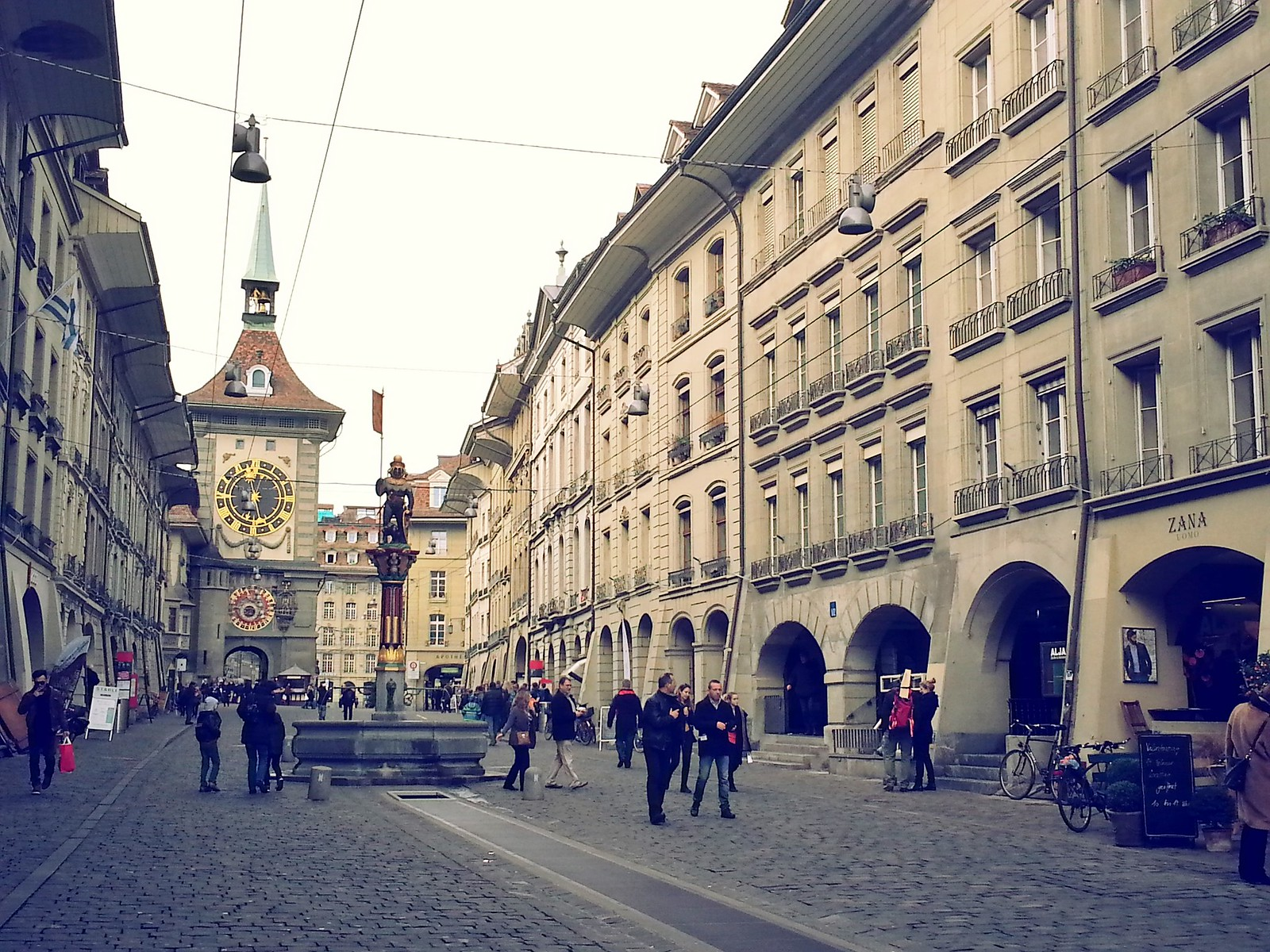 16-01-30 (Bern) Old Town with the Zytglogge.