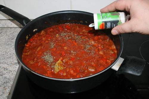 34 - Mit Salz, Pfeffer, Chiliflocken& Thymian würzen / Season with salt, pepper, chili flaked & thyme