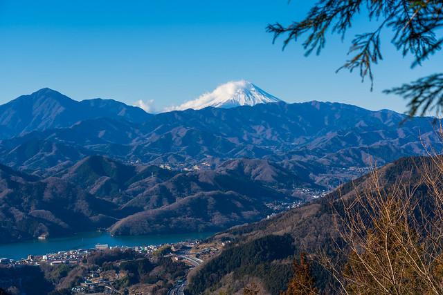 相模湖、中央道そして富士山@小仏峠手前