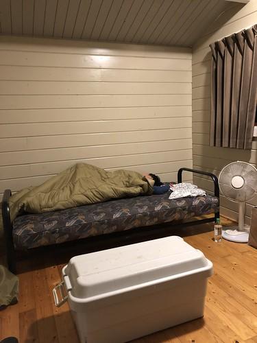 フォンテーヌの森キャンプ場 ウォークインキャビンのベッド