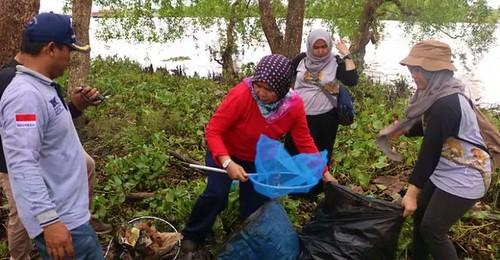BKSDA Kalsel Perangi Sampah Pulau Bakut (03)