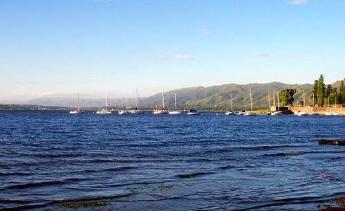 Veleros en el lago San Roque