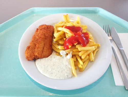 Baked coalfish with remoulade & french fries / Gebackener Seelach mit Remoulade & Pommes Frites