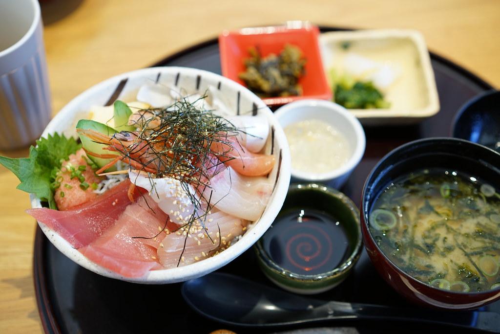 館山なぎさ食堂_海鮮丼(上)