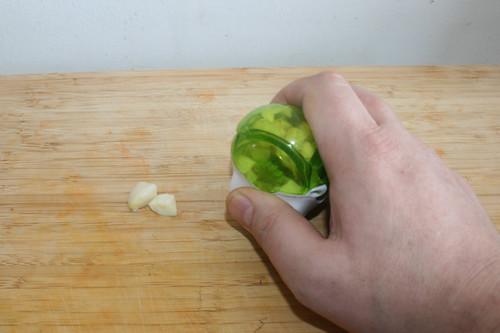 08 - Knoblauch zerkleinern / Mince garlic