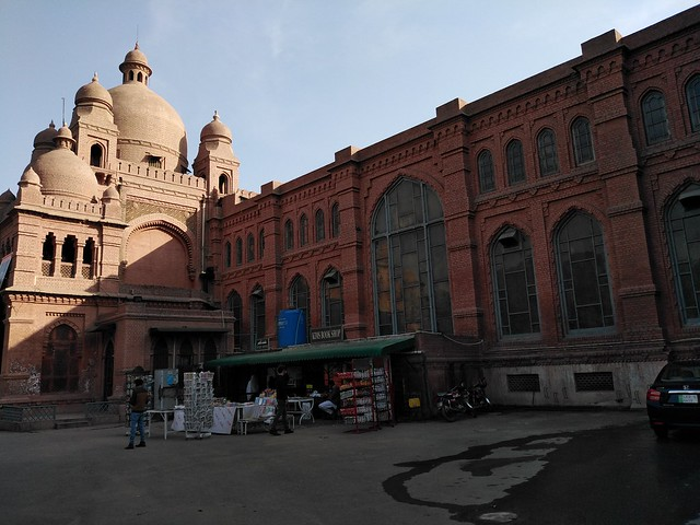 Lahore Museum Picture in day light with Auto Mode on Huawei Y7 Prime 2019