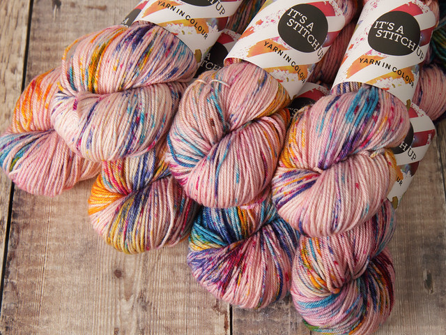 Dynamite DK hand-dyed pure British wool superwash yarn 100g – 'Piglet' (pale pink, multicoloured speckles)