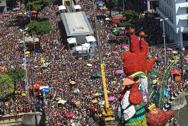 """Em 2016, com o tema """"Galo, Frevo e Manguebeat"""", o desfile homenageou Chico Science, um dos maiores ícones da música pernambucana - Créditos: EBC"""