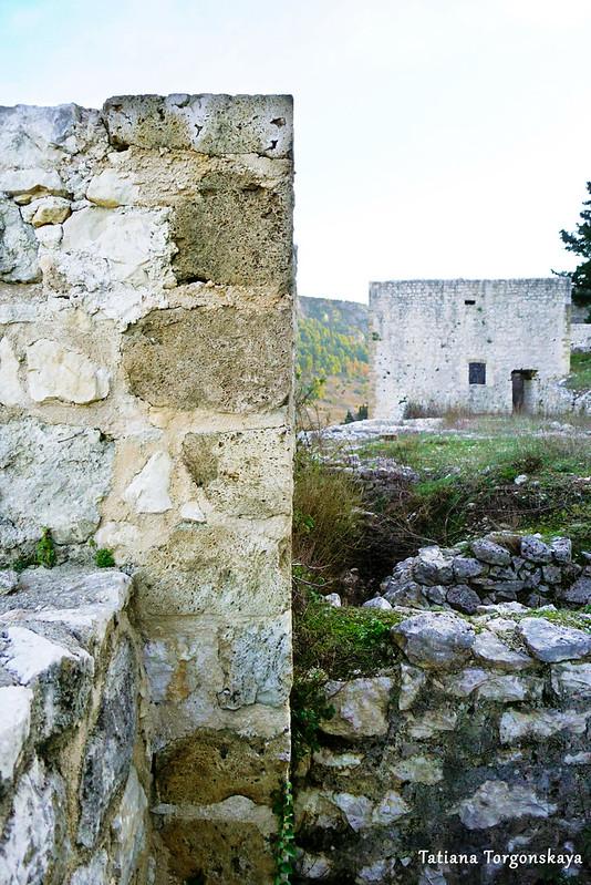 Стены и башни крепости