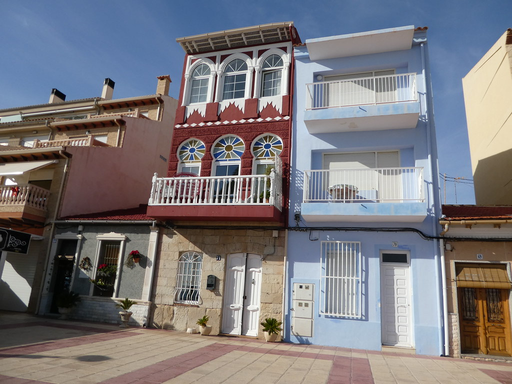 Attractive homes along the El Campello seafront