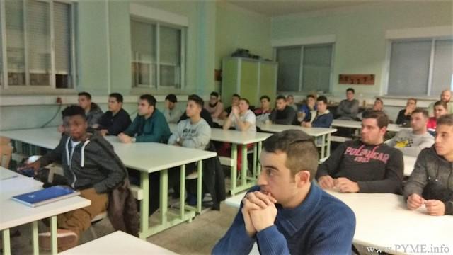 Alumnos del Colegio Salesiano San José conocen las pobilidades de futuro que conlleva el autoconsumo, de la mano de AESLUX.