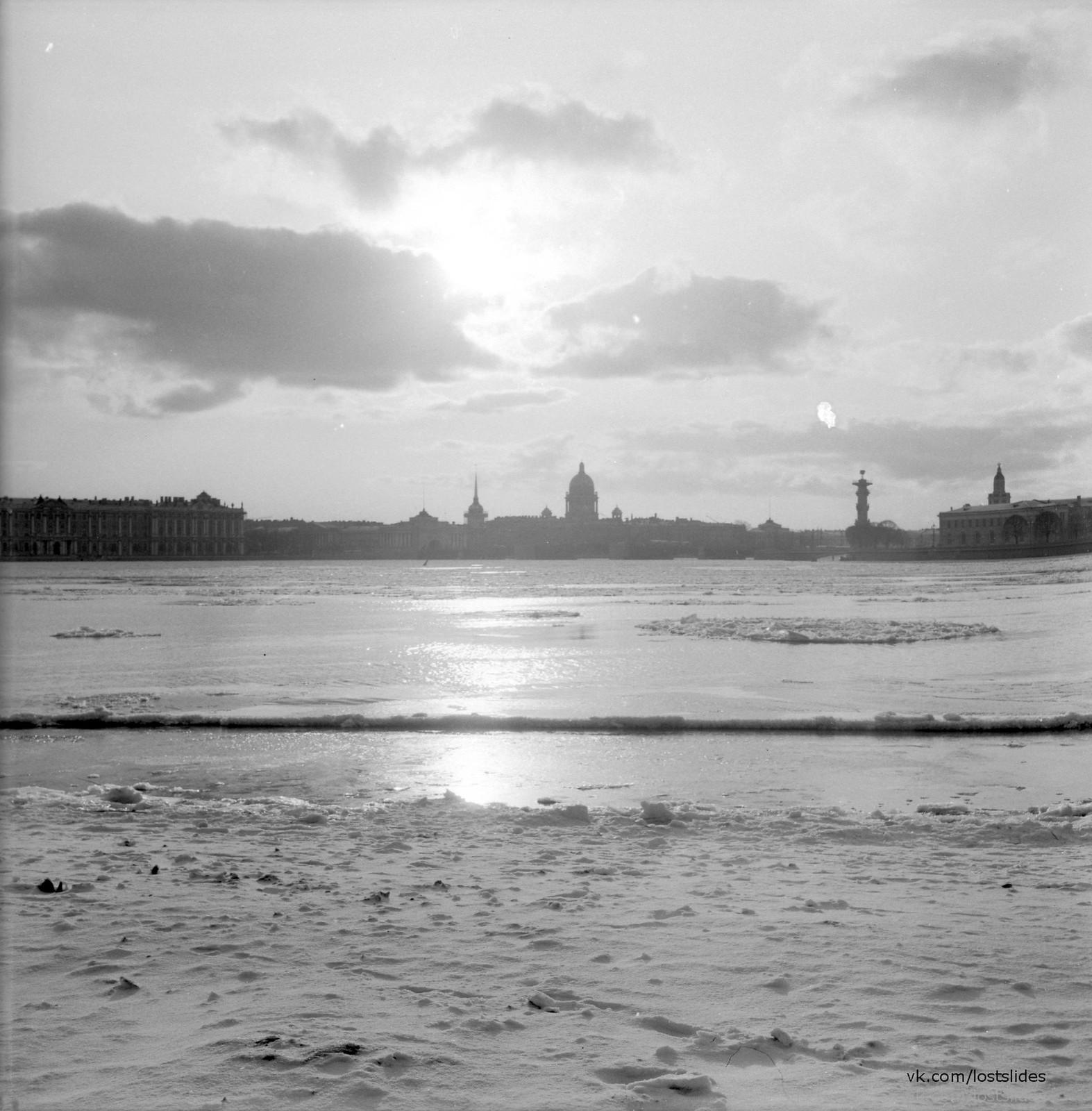 1982. Вид в сторону Дворцового моста.