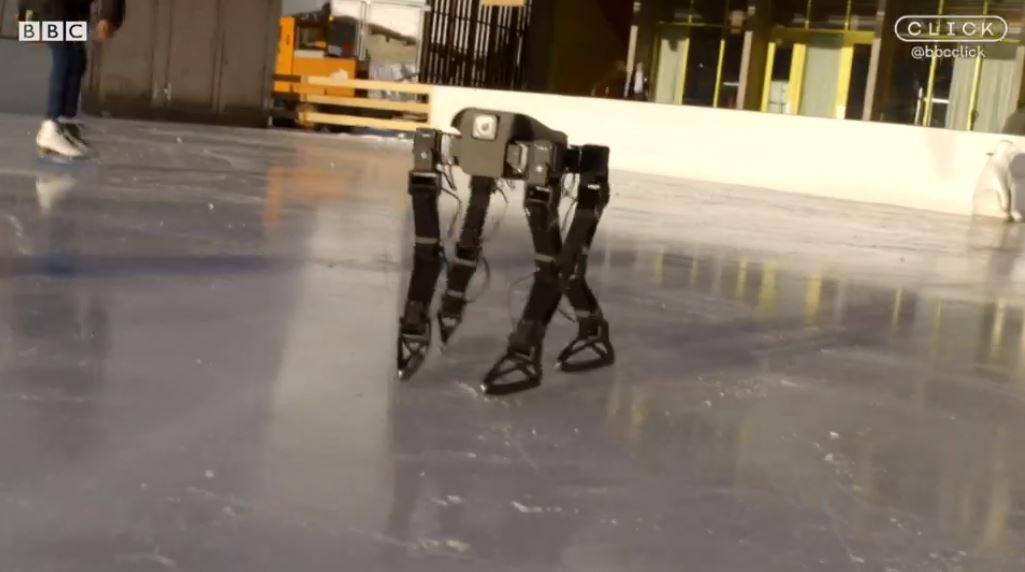 Робот учится кататься на коньках