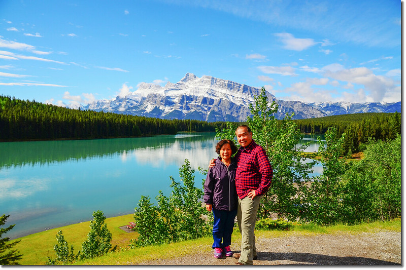 Two Jack Lake, in the background is the Mount Rundle 3