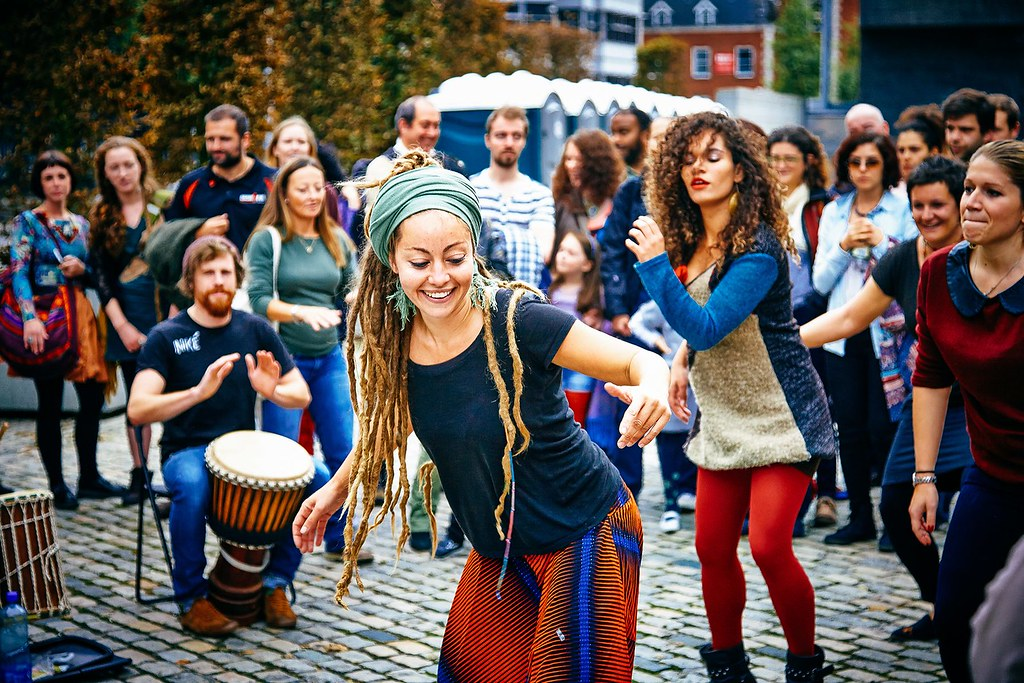 women-street-dancing-ireland