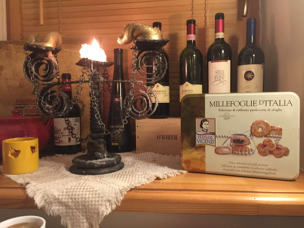 Great candles ;-) Nice wine collection 19:16:57