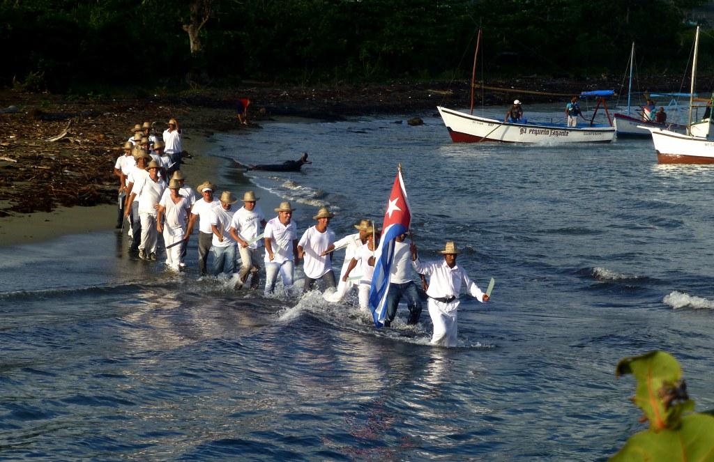 Desembarco simbólico protagonizado por profesionales del Deporte en Baracoa