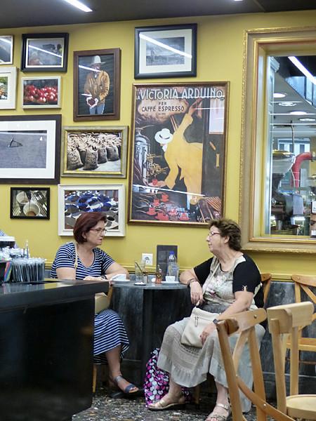 deux dames grecques au café