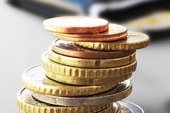 Euro Münzgeld und Portmonee - Nahaufnahme (Geld, Kleingeld, Münzen)