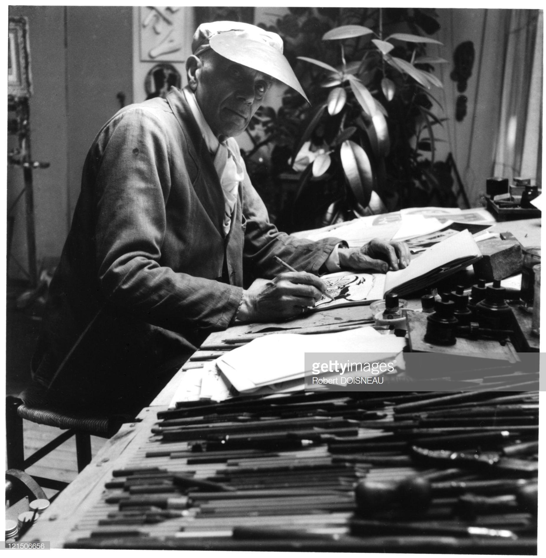 1953. Жорж Брак (французский художник, график, сценограф, скульптор и декоратор. Основатель кубизма) в своей студии в Париже