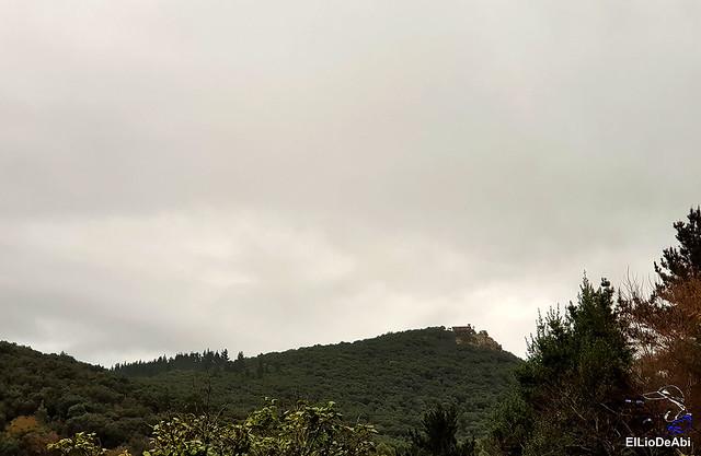 Ermita de San Pedro de Atxarre, posiblemente el mejor mirador sobre Urdaibai.  y después el  desayuno vasco  (2)
