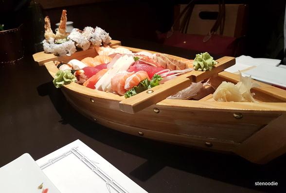Hamaru Sushi sushi boat