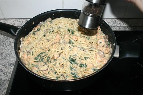 57 - Mit Salz, Pfeffer, Basilikum & Oregano abschmecken / Taste with salt, pepper, basil & oregano
