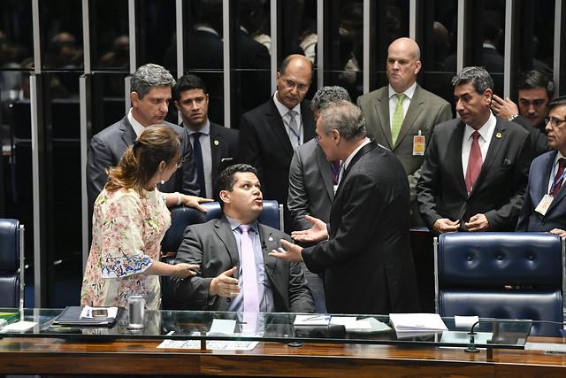 Plenário do Senado durante segunda reunião preparatória destinada à eleição do presidente do Senado Federal para 56ª Legislatura.<br><br>Mesa:senadora Kátia Abreu (PDT-TO); senador Rogério Carvalho Santos (PT-SE); presidente da Sessão, senador Davi Alcolumbre (DEM-AP); senador Renan Calheiros (MDB-AL).<br><br>Foto: Edilson Rodrigues/Agência Senado