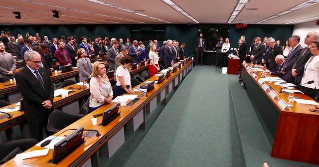 """Parlamentares criticam postura do presidente da Vale em audiência: """"Desrespeito"""""""
