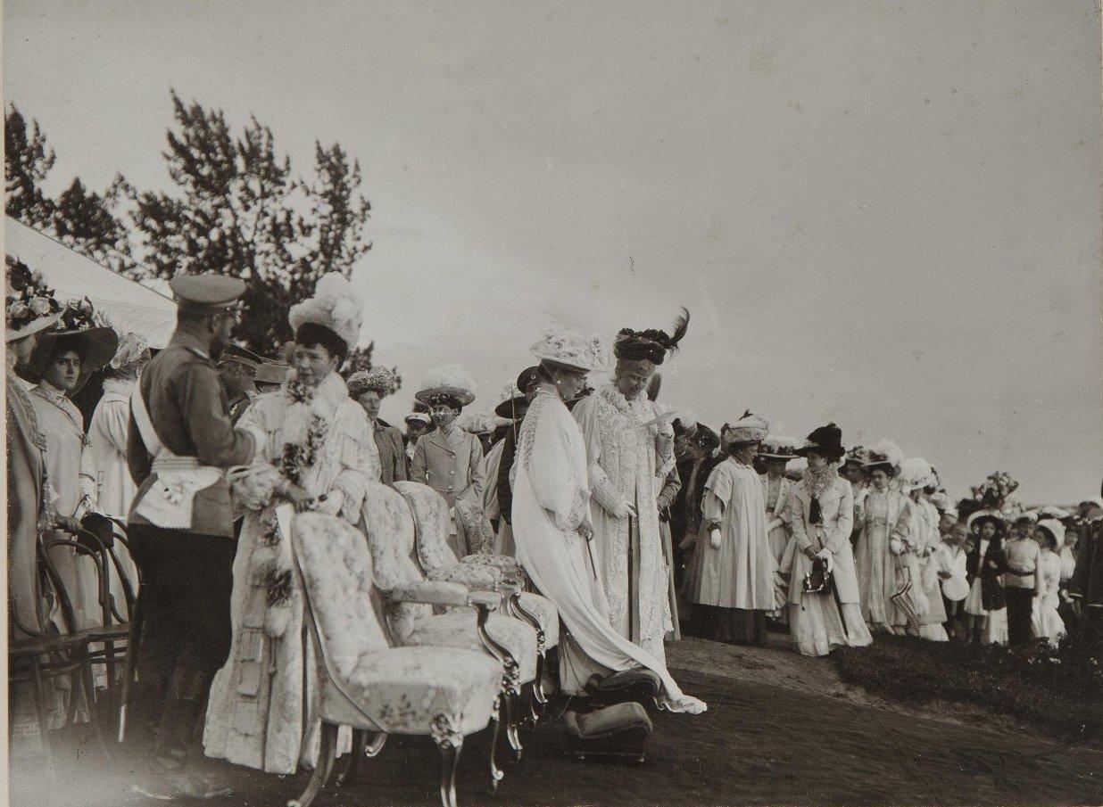 1909. Император Николай II, императрица Александра Фёдоровна и вдовствующая императрица Мария Фёдоровна с Фредериком VIII