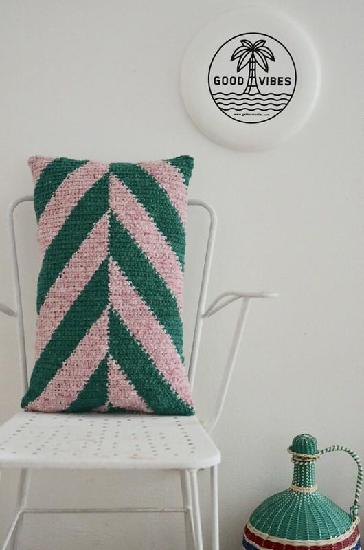 chevron pillow pattern - green & pink