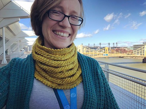 Yellow Cowl: complete! (With nicely matching bridge in the background - thanks for having yellow bridges, Pittsburgh!)