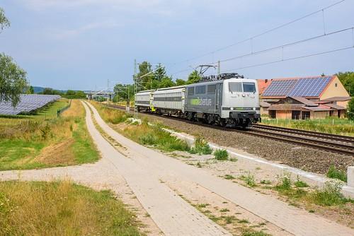 Railadventure 111 210 met 2 koppelwagens, Schmalenbach