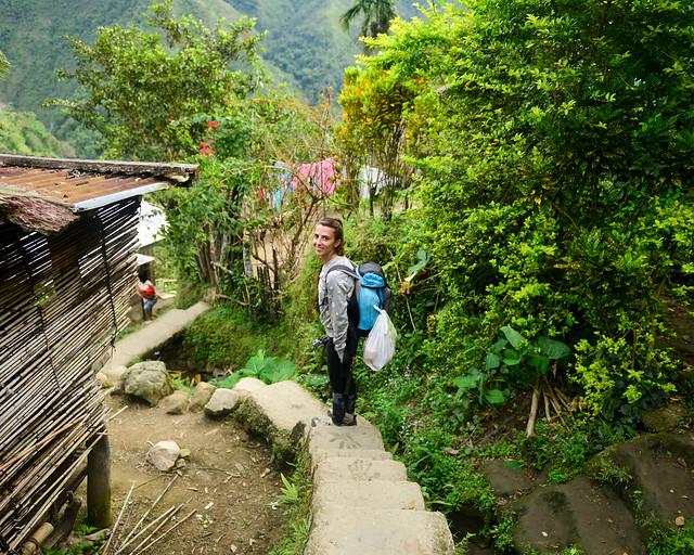 Caminando por las calles del pueblo de Batad