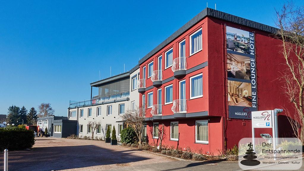 Parkplatz und separater Eingang - Nägler's Fine Lounge Hotel