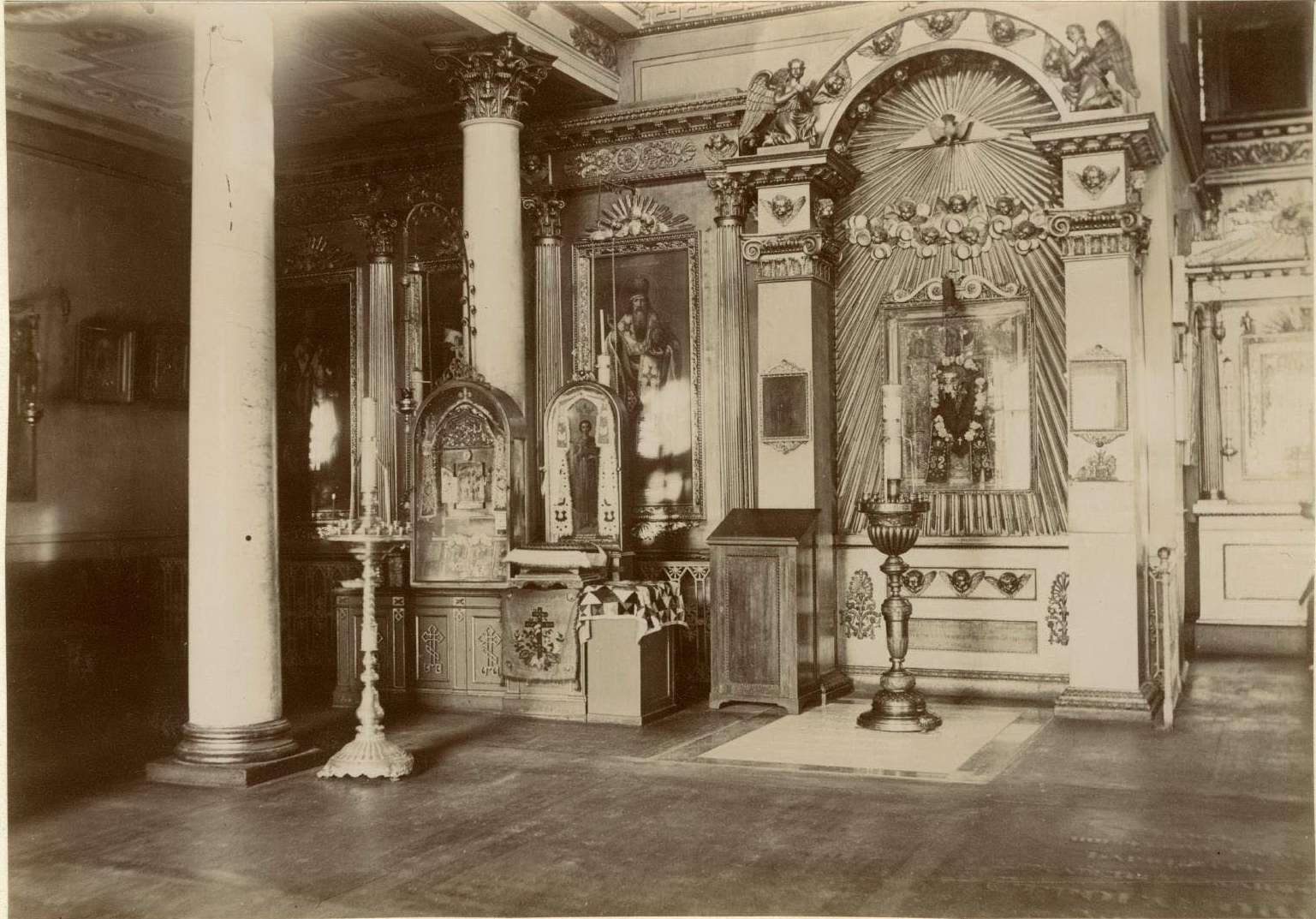 12. Афонские святыни в левой части Духовской церкви