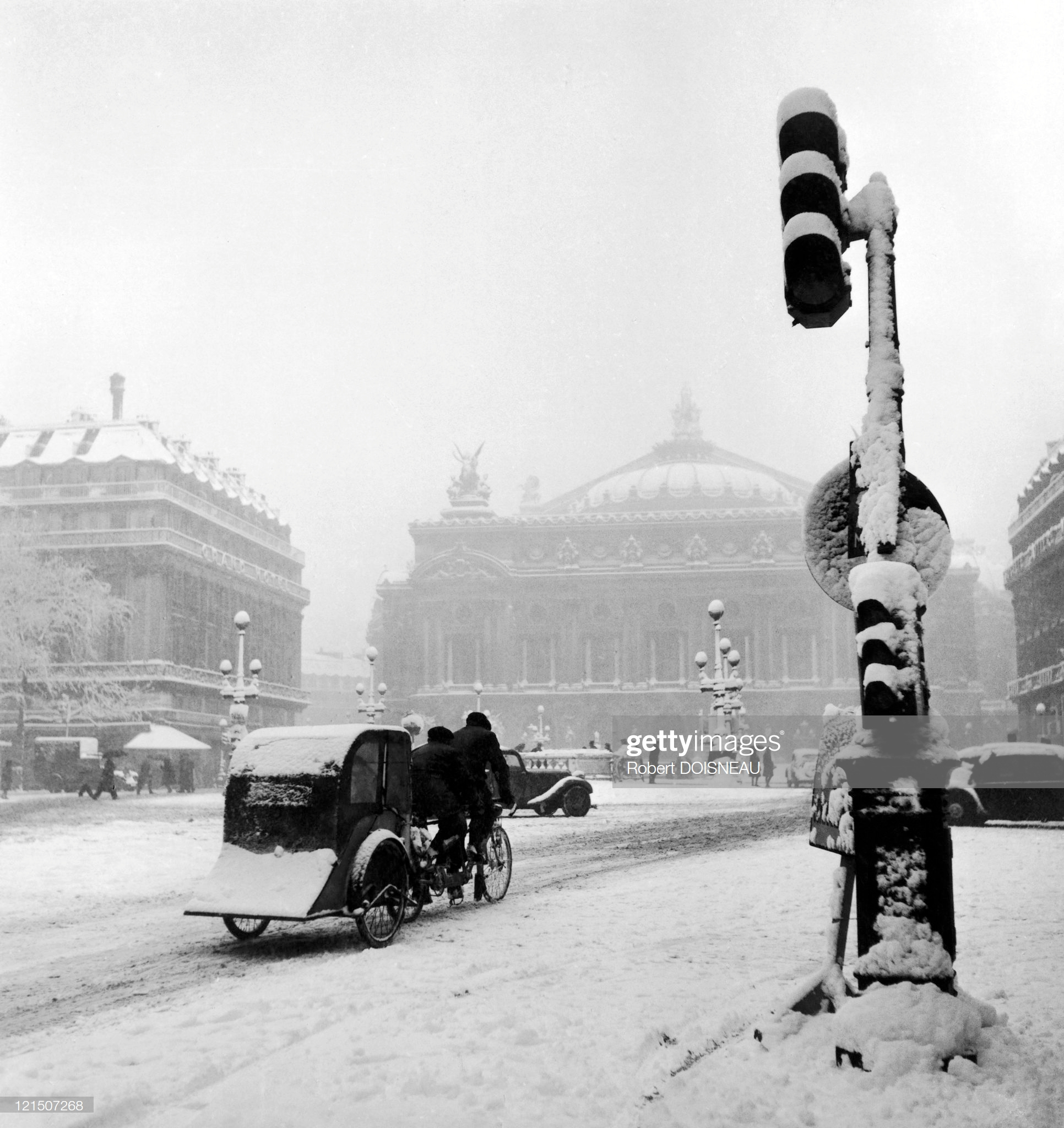 1942. Велотакси на проспекте Оперы