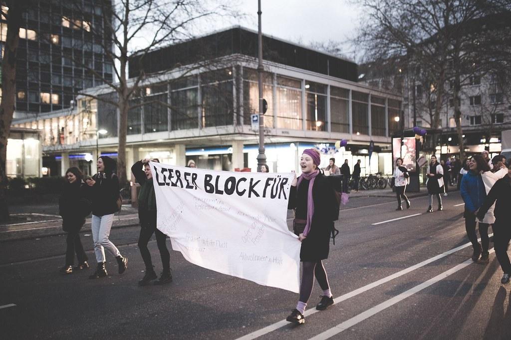 """""""Leerer Block"""", el bloque vacío por las mujeres que no pueden secundar la huelga. Foto de Marcos Angeloni"""